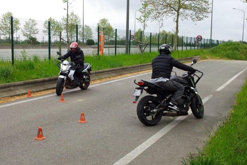 talkie walkie midland pour communiquer à moto