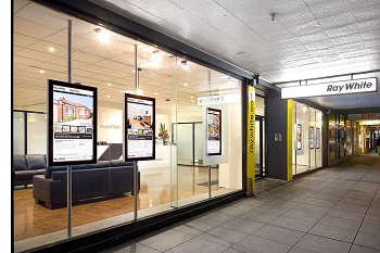 boutique et écrans vitrine